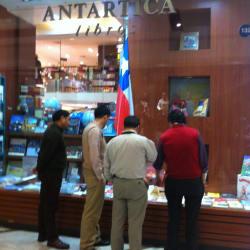 Librería Antártica - Parque Arauco en Santiago