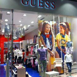 Guess - Mall Parque Arauco en Santiago