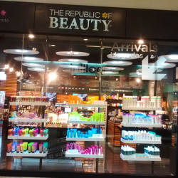 The Republic of Beauty - Mall Plaza Vespucio en Santiago