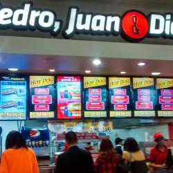Pedro, Juan y Diego - Costanera Center en Santiago