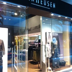 Van Heusen - Mall Costanera Center en Santiago