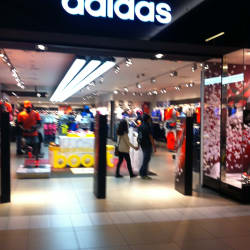 Adidas - Costanera Center en Santiago