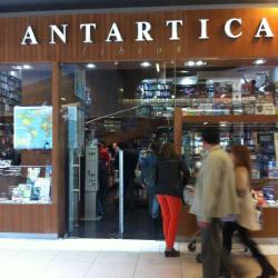 Librería Antártica Costanera Center en Santiago