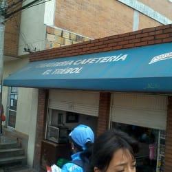 Cigarrería Cafetería El Trebol en Bogotá