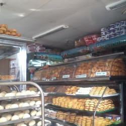 Panadería y Pastelería La Esmeralda en Bogotá