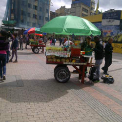 Carrito de Fruta Carrera 10 con Calle 13 en Bogotá