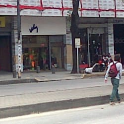 Cueros Vélez Avenida 19 en Bogotá
