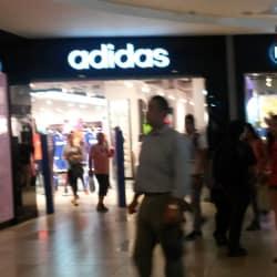 Adidas - Mall Plaza Alameda  en Santiago