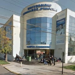 Universidad Bernardo O'Higgins - Campus Rondizzoni en Santiago