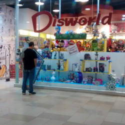 Disworld - Mall Plaza Alameda en Santiago