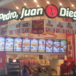 Pedro, Juan & Diego - Mall Plaza Egaña en Santiago