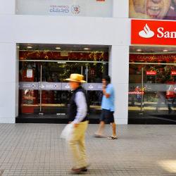 Banco Santander - Av. Irarrázaval / Los tres Antonios en Santiago