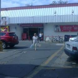 Supermercado Santa Isabel - Pedro de Valdivia / Irarrázaval en Santiago