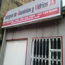 Integral de Aluminios y Vidrios J.S. en Bogotá