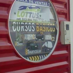 Lottus academia automovilistica en Bogotá