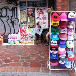 Puesto Ambulante de Cojines - Gorras Diego Moreno en Bogotá
