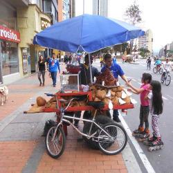 Puesto Ambulante de Coco Eder Gonzalez en Bogotá