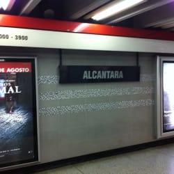 Estación Metro Alcántara en Santiago