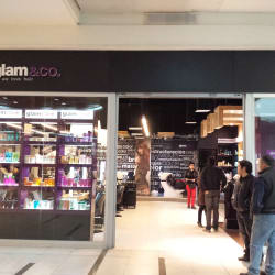 Glam & Co - Mall Plaza Vespucio en Santiago