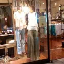 Vestimenta Rosa de los Vientos - Apumanque en Santiago