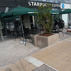 Starbucks Coffee - El Golf en Santiago