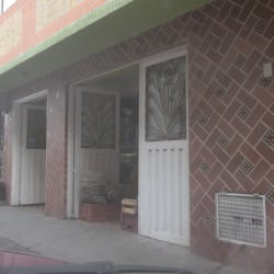 Tienda De Barrio Calle 33 con 87 en Bogotá