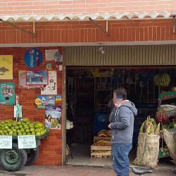 Mini mercado en la carrera 112 # 67 en Bogotá