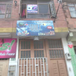 Cigarreia Y licoreria Space en Bogotá