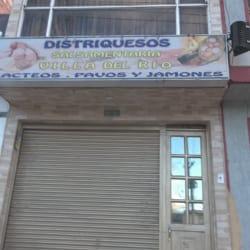 Distriquesos Salsamentaria Villa Del Rio en Bogotá