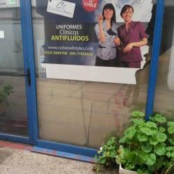 Uniformes clinicos antifluidos en Santiago