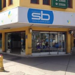 Farmacias Salcobrand - Vicuña Mackenna / Serafín Zamora en Santiago