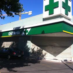 Farmacias Cruz Verde - Las Condes / Rosario Rosales en Santiago