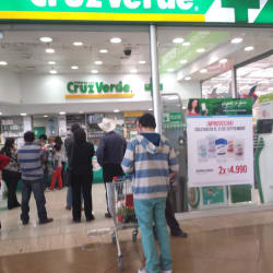Farmacias Cruz Verde - Mall Plaza Oeste en Santiago