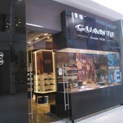 Guante - Mall Plaza Egaña en Santiago