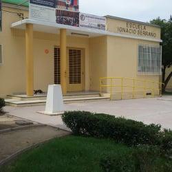 Escuela Ignacio Serrano   en Santiago