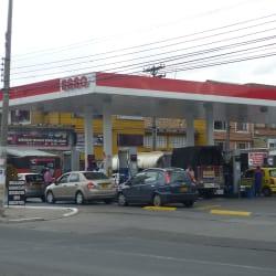 Estación de Servicio ESSO Llanta Baja en Bogotá