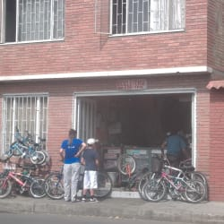 Bicicletería Carrera 74 en Bogotá
