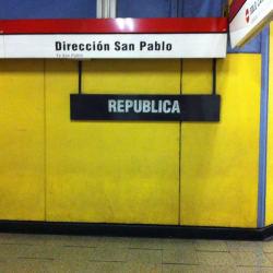 Estación Metro República en Santiago