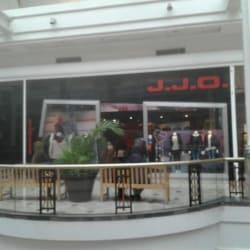 JJO  - Mall Plaza Vespucio en Santiago