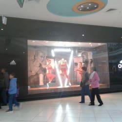 Adidas - Mall Plaza Vespucio en Santiago