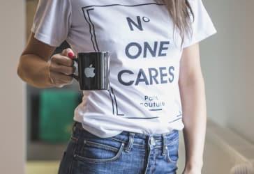 Promoción de camiseta de mujer en Bogotá