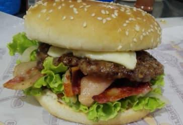 Hamburguesa especial + gaseosa + papas por solo $13.000