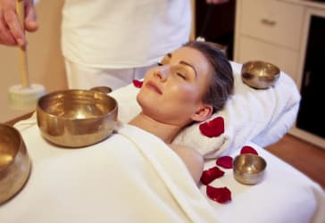 Relajante limpieza facial profunda +masaje de espalda por $120.000