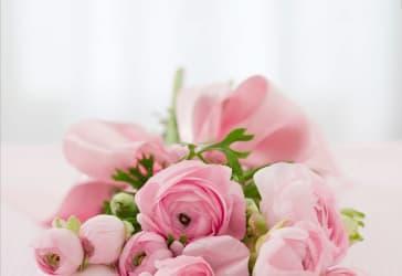 Mini ramo de rosas con globo de helio por $60.000