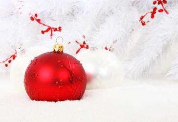 12 bolas navideñas decorados para tu árbol por $60.000