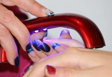 Manicure semipermanente para consentir tus manos por $35.000