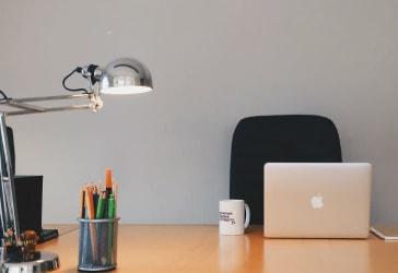 Lámpara de mesa importada negra por $260.000