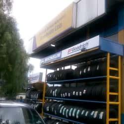 Centro de Servicio Automotriz Resellantas Éxito Floresta en Bogotá