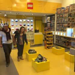 Lego Store Titán Plaza en Bogotá