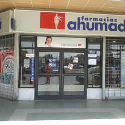 Farmacia Ahumada - Santa María / Jaime Guzmán en Santiago